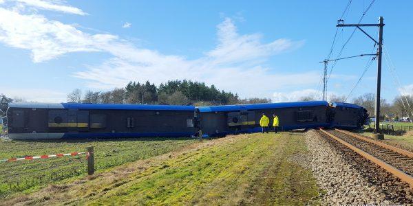 De verongelukte trein bij Dalfsen. foto: Steven Stegen