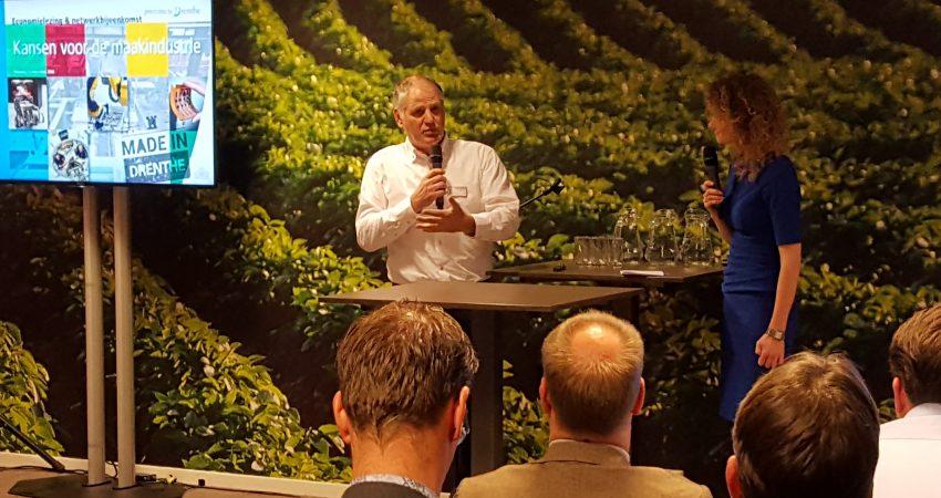 Directeur Janwillem de Kam van Vepa spreekt de zaal toe bij de Drentse economielezing.